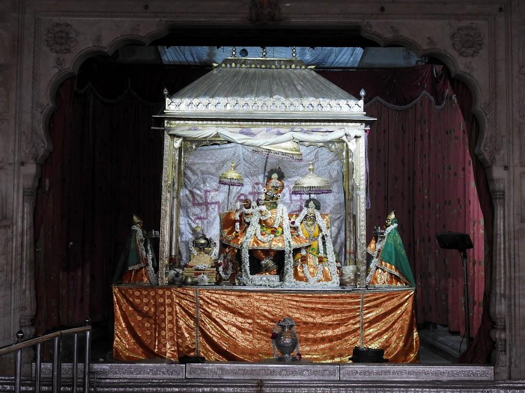 Radha Govind Devji Deity Darshan 08 Jan 2017 (13)