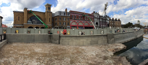 Universal Harry Potter Diagon alley peep holes