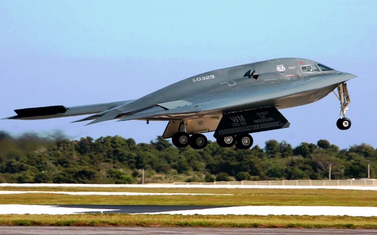 B-2 Spirit Bomber Aircraft wallpaper 2