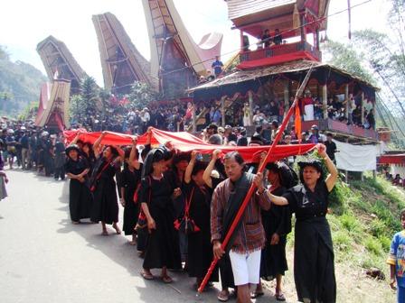 Ceremonias funerarias en el Pais Toraja