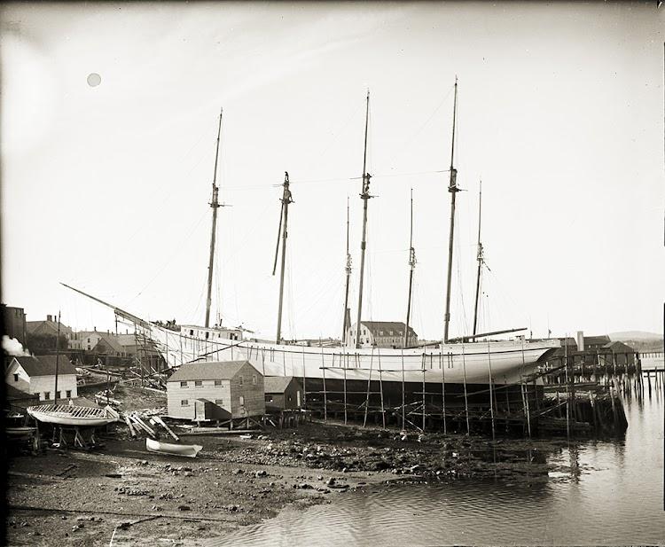 Botadura del BRINA P. PENDLETON. 1902. Penobscot Marine Museum. Acreditación completa en texto.jpg