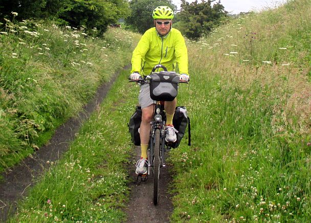 Chris on the Bike auf dem Rail-Trail 'Cinder Track' zwischen Scarborough und Whitby