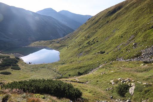 Dolné Jamnické pleso, vzadu Hrubý vrch a Jakubiná