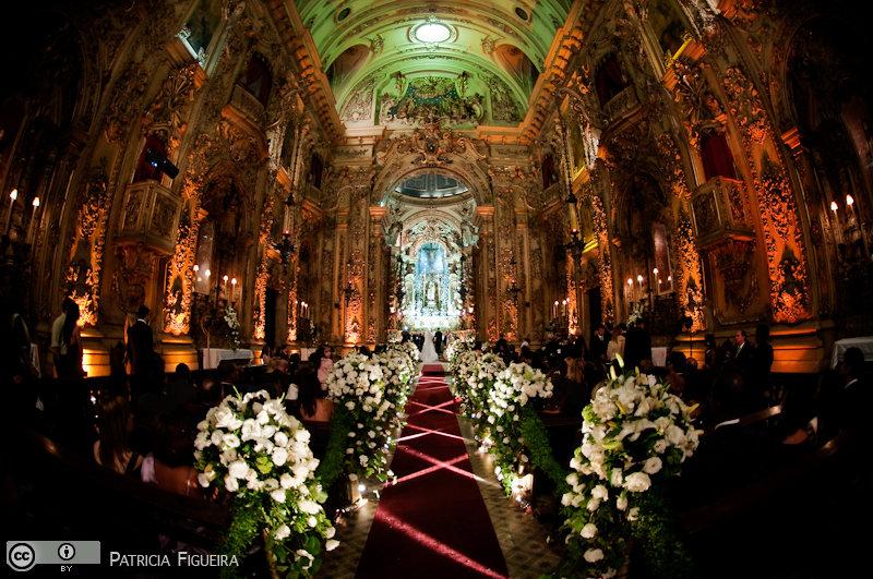 Foto de casamento 3101 de Fabiana e Johnny. Marcações: 17/07/2010, Casamento Fabiana e Johnny, Igreja, Igreja Nossa Senhora Monte do Carmo, Rio de Janeiro.