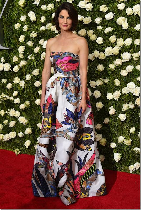 Cobie Smulders in Schiaparelli Haute Couture