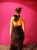 – šatý černé holá záda