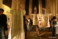 Eglise Notre Dame de la Croix : COMPAGNIE BENOIT & CO LUXXE / EXPOSITIONS LuXX e réuni pour une nuit des artistes originaires du quartier de Ménilmontant et qui à cette occasion exprimeront à leur façon un fragment de ce territoire en investissant l'espace intérieur de l'Église Notre-Dame.