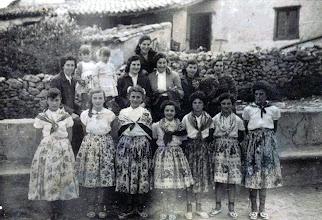Photo: Arriba: Curra, Conchi, Queti?, Rosina,....., Carmina, Ada y Melos. Abajo: Mari (Placido), Toña, Rosa Mari Alonso, Manolita, Tere (Narciso), Fefi y Eva Alonso.