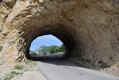 Tunnel auf den Weg von Plužine nach Trsa