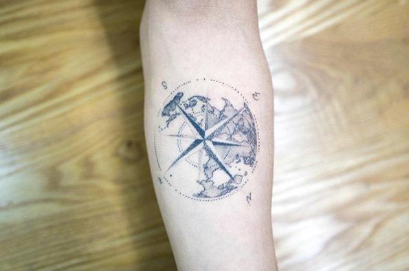 este_mundo_bssola_tatuagem