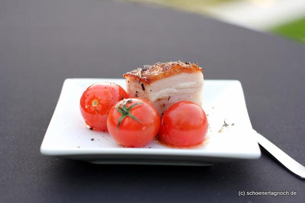 Schweinebauch mit Honig-Thymian-Tomaten