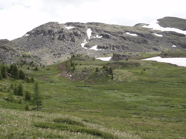 Près du lac Ozero Bezimyannoe (Chibitka ?) (2150 m) dans les Monts Severo-Chuyskij (au nord d'Aktash). 12 juillet 2010. Photo : B. Lalanne-Cassou