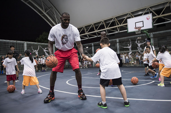 King James Wears Rise LeBron Soldier 9 in Shanghai