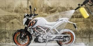 Berbahayakah? Motor Sering Kena Semprot Disinfektan