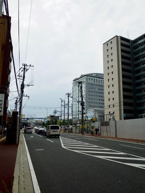 大漁奉市の前の通り。長浜鮮魚市場が目の前にある。