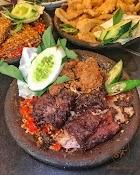 Makan Iga Otot di Warung Leko Surabaya