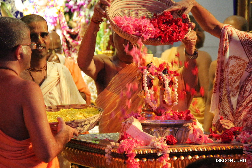 ISKCON Juhu Janmashtami Maha Abhishek on 25th Aug 2016  (35)
