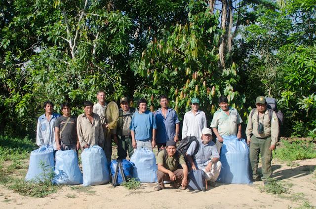 Départ pour Laguna Azul. Reserva de Biosfera y Tierra Comunitaria de Origen Pilón Lajas (Beni, Bolivie), 29 octobre 2012. Photo : C. Basset
