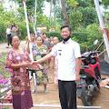 Desa Kedondong Bagi Bagi Tiang Lampu Jalan