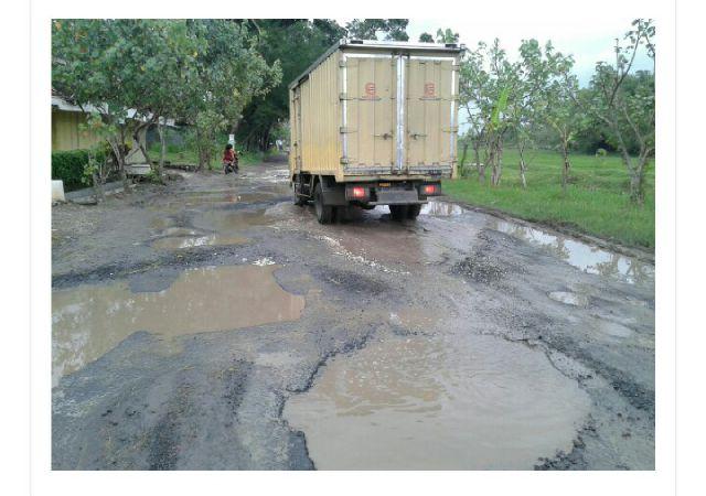 Jalan Utama Todanan Blora Rusak Parah
