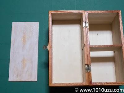 ウッドボックスに桐の合板を補強のためにボンドで貼りつけ