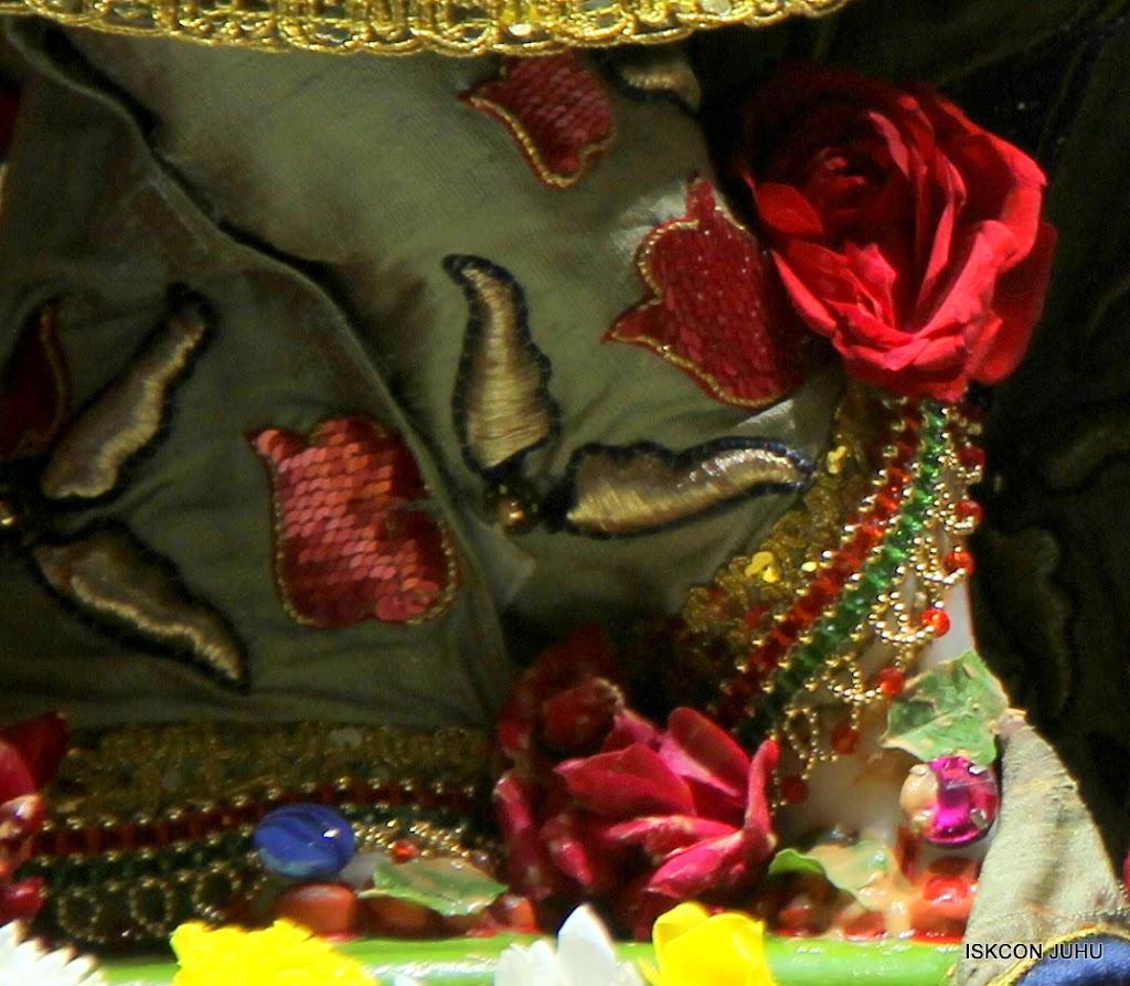 ISKCON Juhu Sringar Deity Darshan on 24th June 2016 (4)