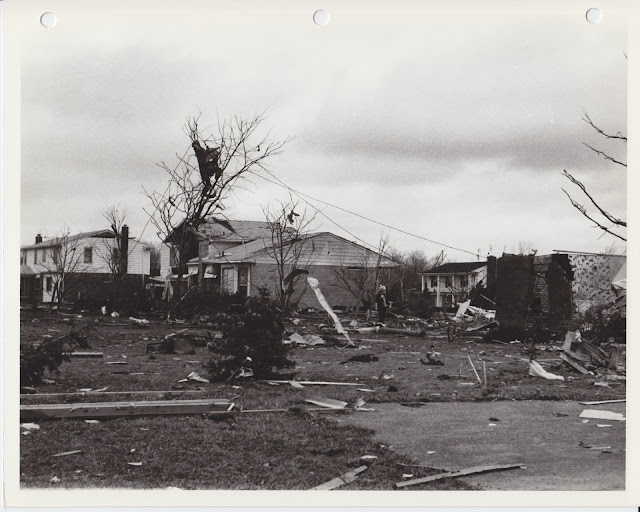 1976 Tornado photos collection - 16.tif