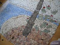 Mosaik- Entwurf, blaue Steine gefärbt mit Seidenmalfarbe, mit Klarlack versiegelt