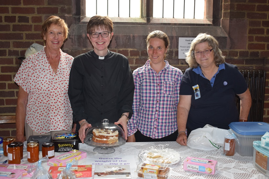 [Cake+stall+-+Revd+Lynne+Cullens++++with+parishioners%5B3%5D]