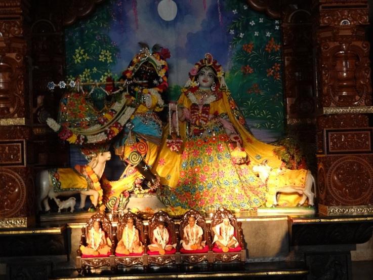 ISKCON Nigdi Deity Darshan 18 Dec 2015 (1)