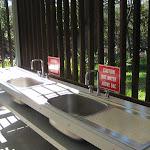 Washing sinks