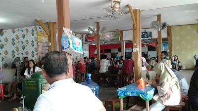 Warung Bakso Sami Asih Penuh Sesak Oleh Pengunjung