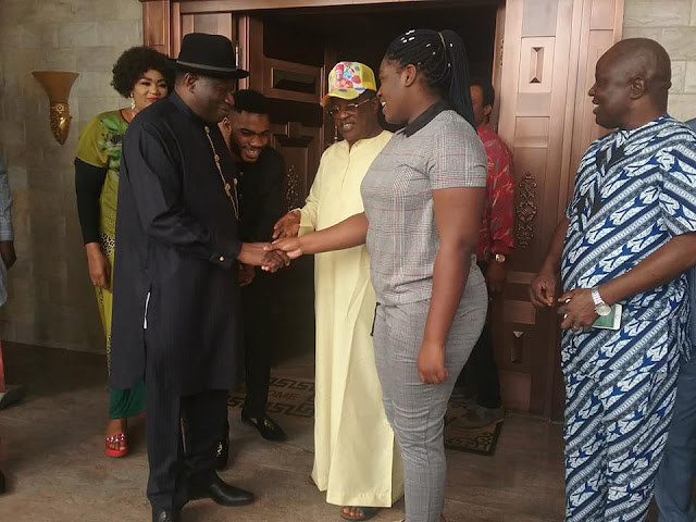 LIVE: The fmr president of federal republic of Nigeria, Dr. Goodluck Ebele Jonathan few minutes ago paid courtesy call on the governor of Ebonyi State, Engr. (Dr.) David Nweze Umahi in his country home at Umunaga, Uburu.