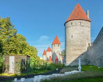 1276px-Tallinn_city_wall