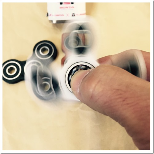 S 5332262266882 thumb%25255B2%25255D - 【ガジェット】「ハンドスピナー」レビュー。手持ち無沙汰に最適。ペン回し代わり回転の力に敬意を払え。ガジェット大好き大人のおもちゃ【Fidget/フィジェット/ハンドキューブ】