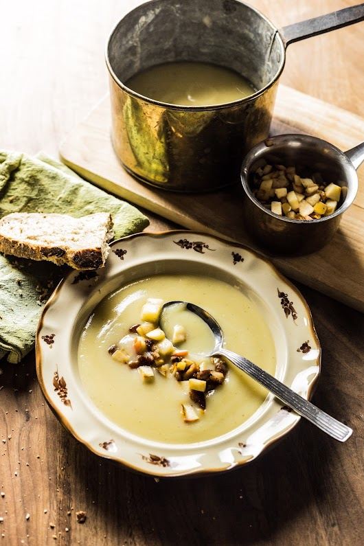 Suppe med selleri og persillerødder toppet med bacon, selleri og æbler - Mikkel Bækgaards Madblog-3.jpg
