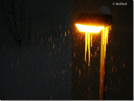 DSCN2792 Straßenlaterne Eiszapfen