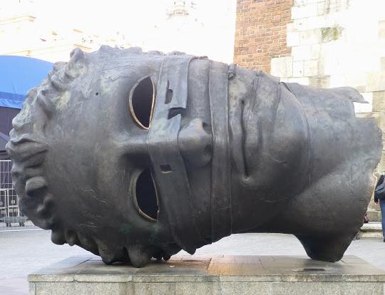 Cabeza.- Estatua de Cracovia (Polonia)