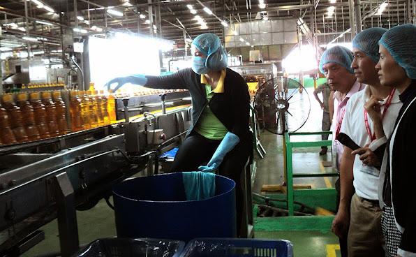 Bên trong dây chuyền sản xuất nước giải khát của Công ty Tân Hiệp Phát