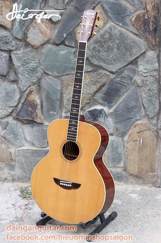 Guitar Acoustic Jumbo