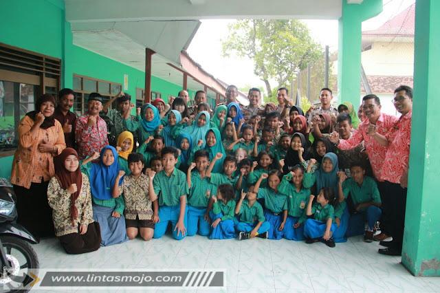 sekolah luar biasa (SLB) B Pertiwi  di Jalan Gajah Mada No.149 Kota Mojokerto