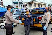 Polsek Indrajaya Bagi Bagi Masker Bersama Personil Polres Pidie