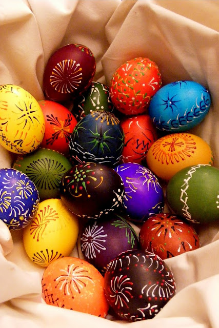 Happy Easter download free wallpapers for Apple iPhone4 holidays eggs