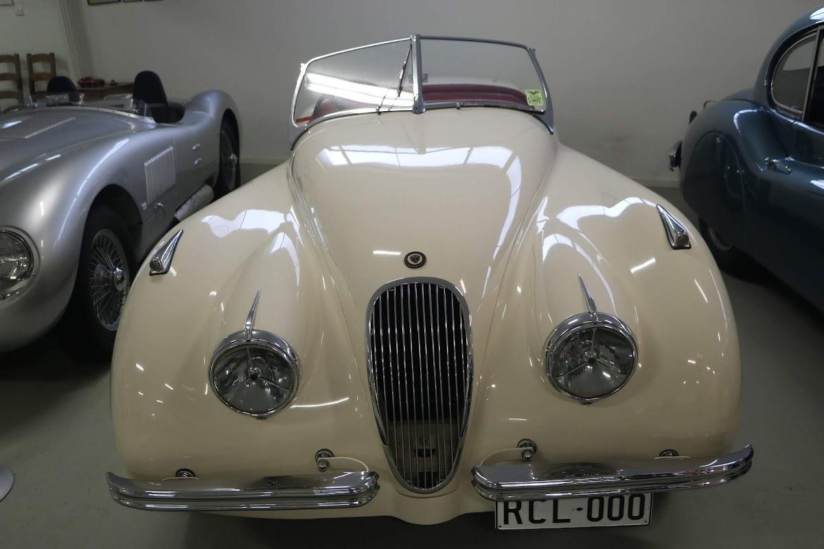 Carl_Lindner_Collection - 1950 Jaguar XK120 Coupe 02.jpg