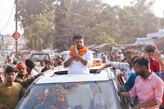 मधेपुरा:नामांकन के चौथे दिन खुला खाता, चार प्रत्याशियों ने भरे पर्चे,मधेपुरा विधानसभा से निर्दलीय प्रत्याशी के रूप में रणवीर रंजन उर्फ रणवीर यादव ने अपना पर्चा दाखिल किया।