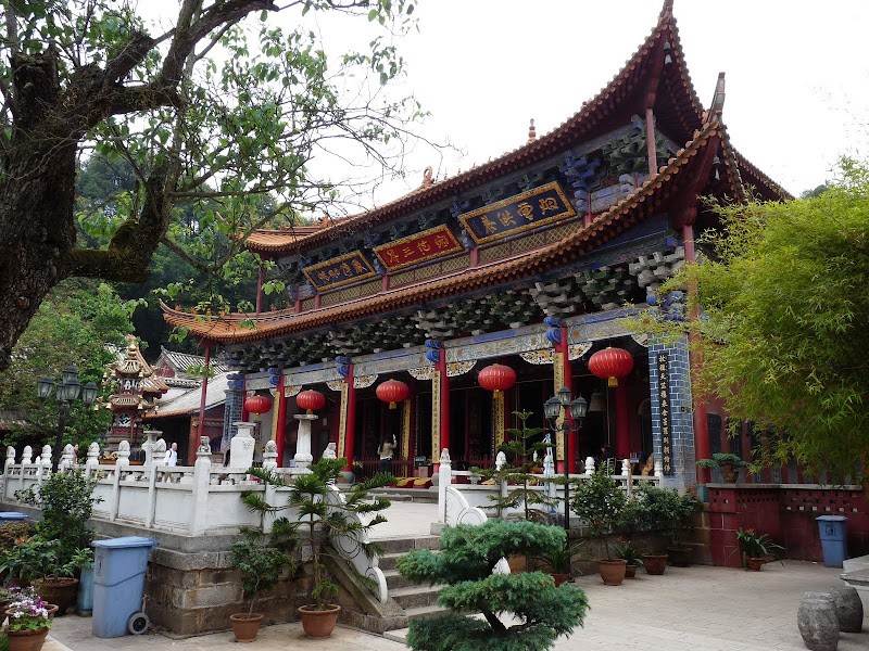bambou temple, à qq kilomètres de Kun Ming