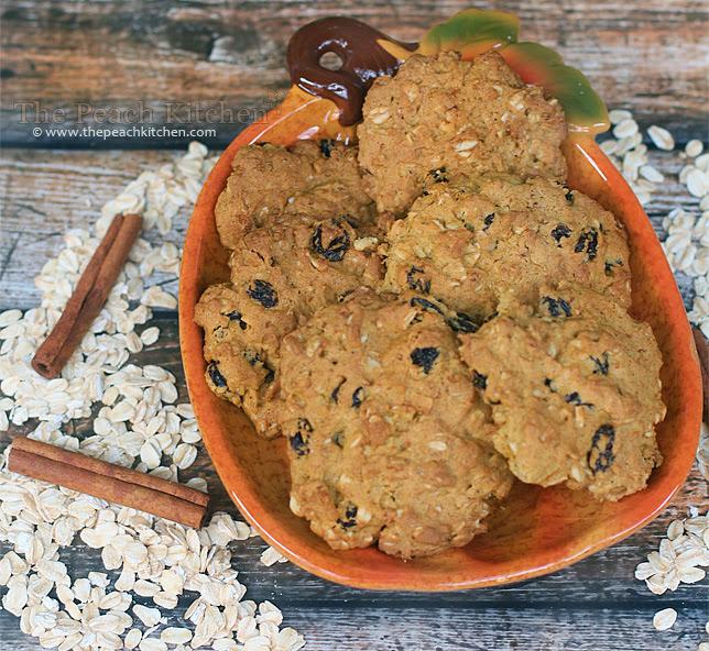 Pumpkin Pie Oatmeal Raisin Cookies   www.thepeachkitchen.com