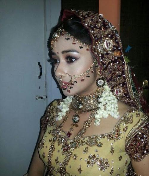 Tina Dutta in dulhar avatar