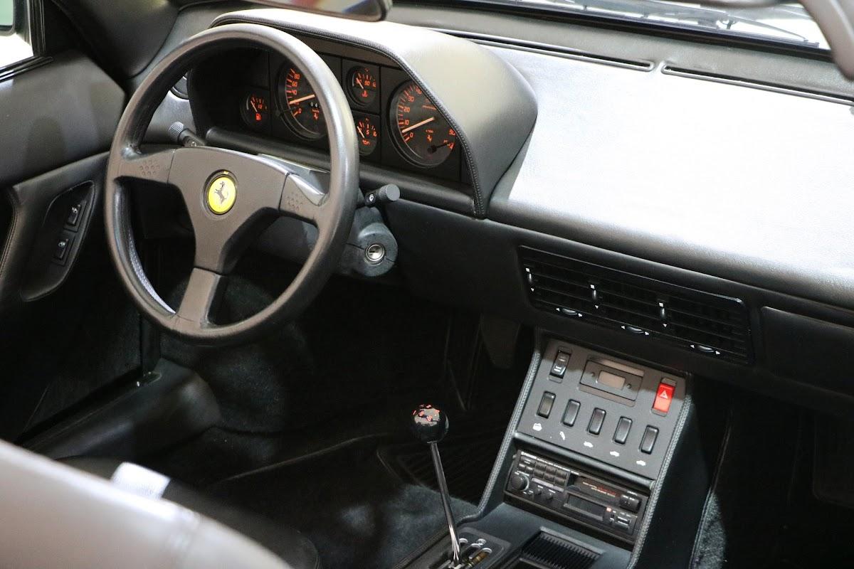 Modena - Enzo Museum 0057 - 1989 Ferrari Mondial T.jpg