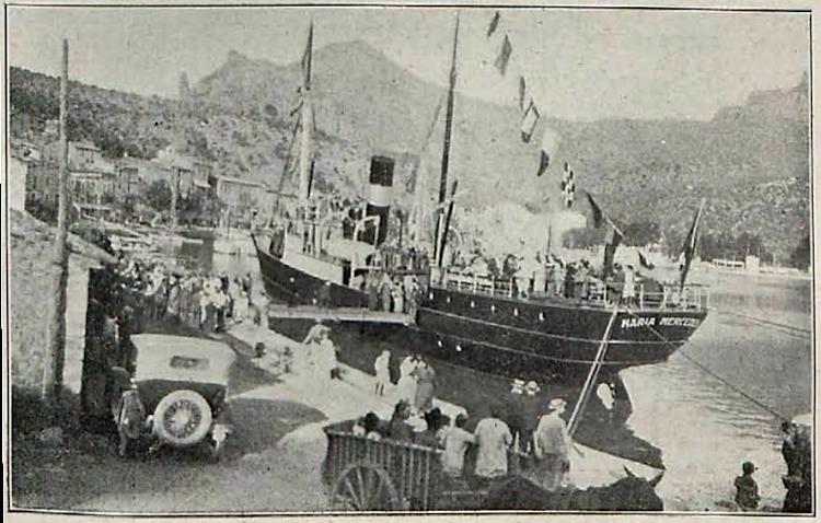 Llegada a Soller del vapor en su viaje inaugural. Foto A. Castañer. Revista Baleares. Edición de 15 10 1923, Nº 190, página 9..PNG
